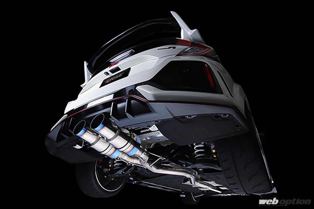 「究極を求めるFK8シビックタイプR乗りは注目!」漢の超軽量フルチタンエキゾーストが2タイプ登場