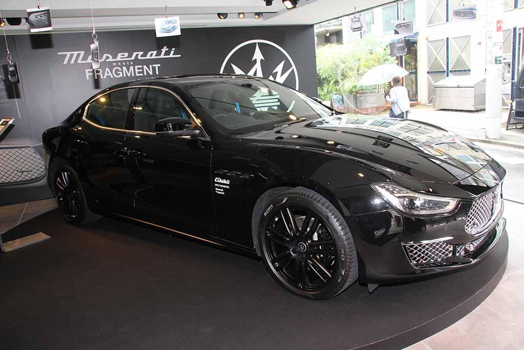 藤原ヒロシ氏とのコラボレーションにより生まれた限定モデル「マセラティ・ギブリ・オペラネラ/オペラビアンカ」がお披露目! 併せて東京 表参道に期間限定のポップアップストア「Maserati meets Fragment Pop-up Store」をオープン!