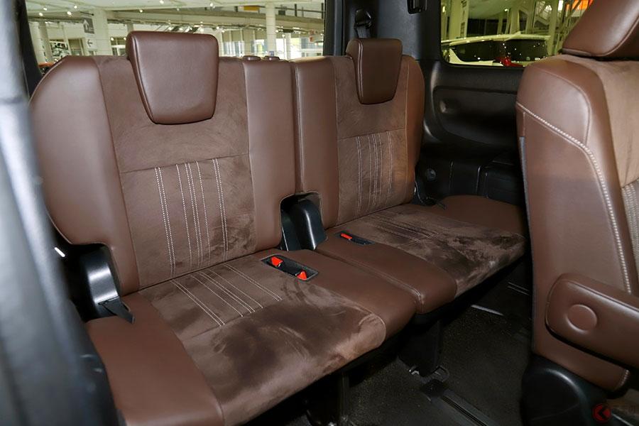 なぜ販売7年目も好調? トヨタ「ヴォクシー」がミニバン3兄弟で一番売れる訳