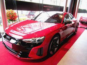 アウディジャパン、新型EV「e-tron GT」日本初公開 1800万円の高性能モデル「RS」も設定