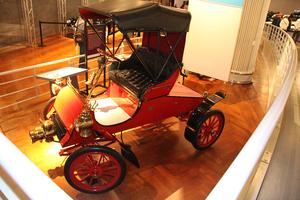 似て非なるアメリカの自動車ブランド、フォードとキャデラックの原点は兄弟車だった