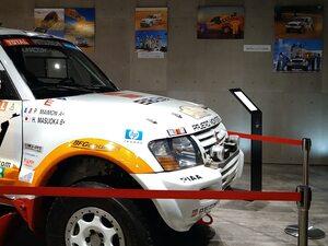 ダカールラリー2002優勝車「パジェロ」を展示!〈ダカールラリー展:三菱本社ショールーム〉