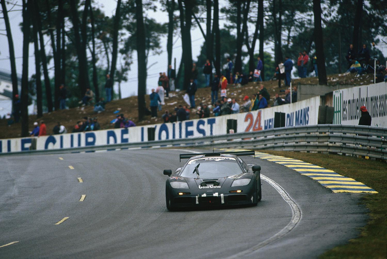 当時最強のF1チームだった「マクラーレン」が生んだ究極のロードカー! その名も「F1」とは