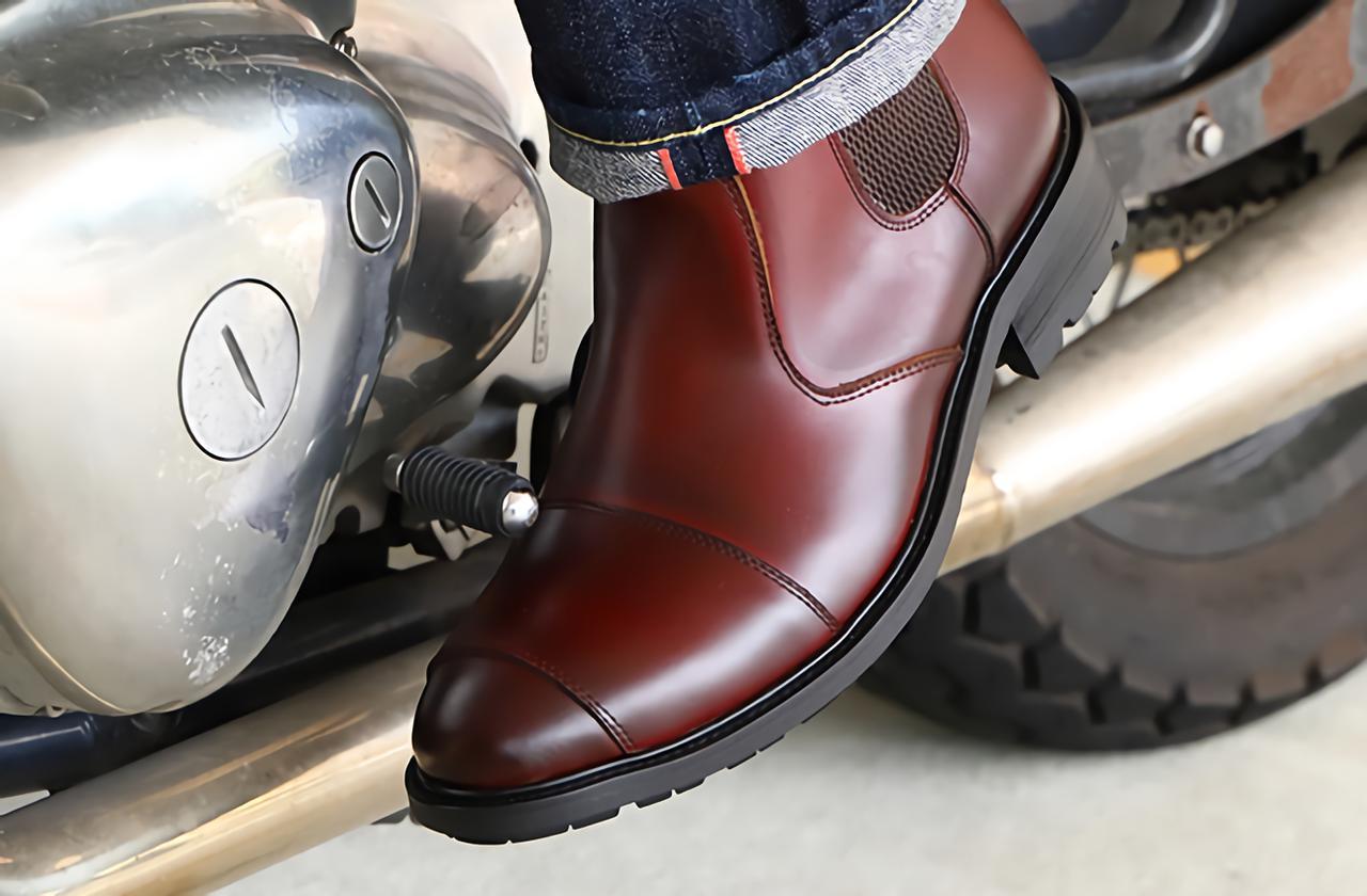 バイク用ブーツを〈楽さ〉で選ぶなら「サイドゴア」は有力! 脱ぎ履きしやすく歩きやすい、普段履きもできる優れもの