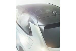 ホンダの人気SUV「ヴェゼル」が次期型ティザーサイトを公開。全面ガラスルーフや後席音質へのこだわりに注目