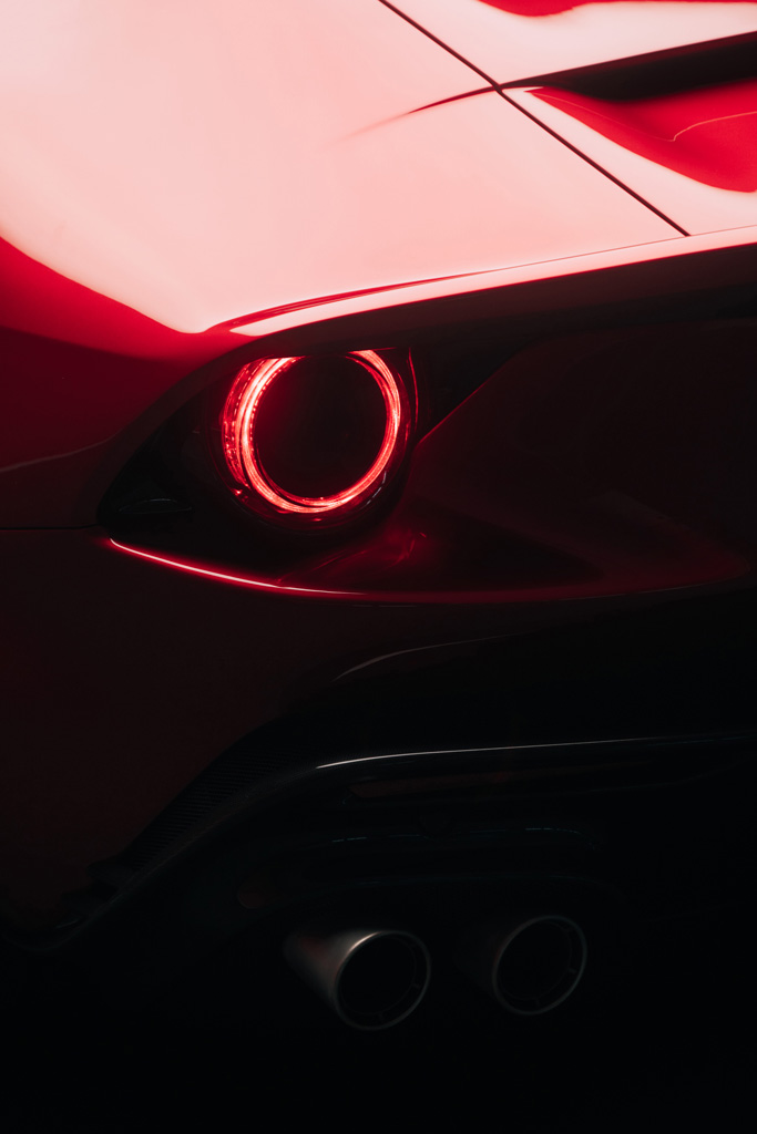 フェラーリがV12気筒搭載のワンオフ・モデル「オモロガータ」を発表!