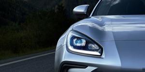 【デビュー予定日が確定】新型スバルBRZ 11月18日公開を予告 ヘッドライトのティザー画像も