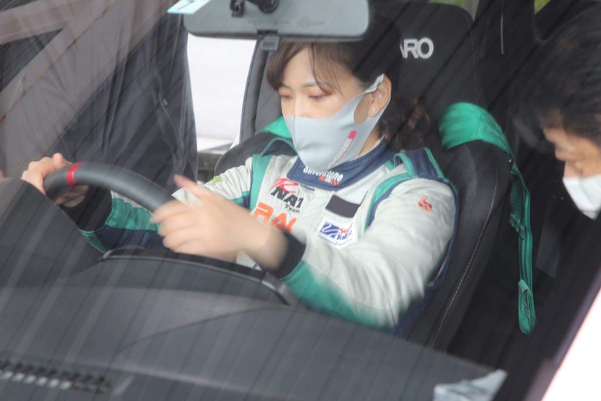 「美人レーサー」がトップタイム連発! 老舗GT-Rチューナー「マインズ」が本気を出した「マーチ&ノート サーキットトライアル」