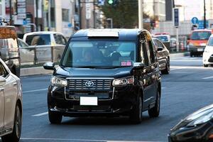 JPNタクシーに暗雲? いま中古の「クラウンタクシー」相場が上がりつつあるワケ