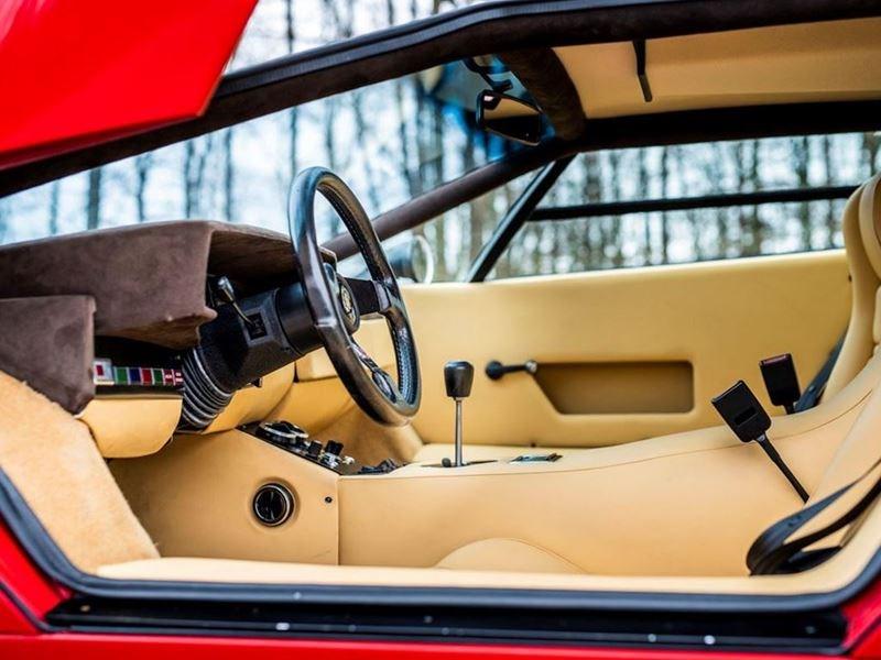 ランボルギーニ自らがレストアを手がけた希少車ミウラSVが史上2番目の3.1億円で落札