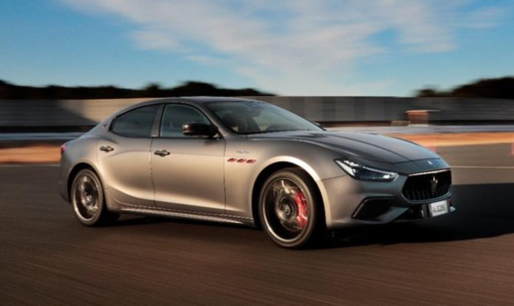3.8ℓ、V8トロフェオエンジンを搭載!マセラティが「ギブリ」「クアトロポルテ」にハイブリッドモデルを追加