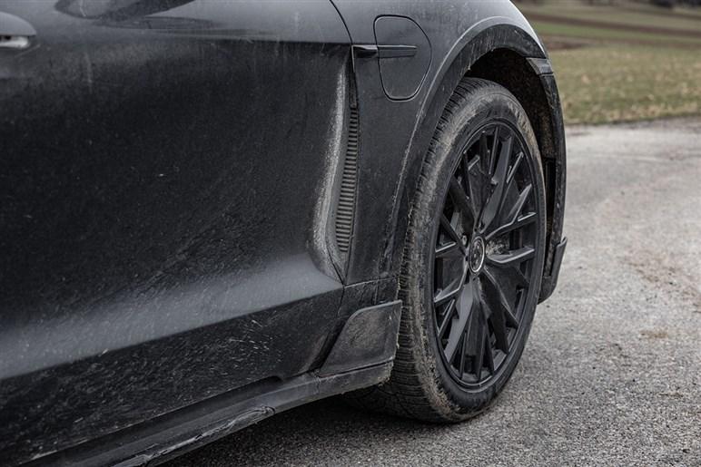 発表直前、タイカン クロスツーリスモのプロトタイプに緊急試乗。乗り心地や走破性は上回っている