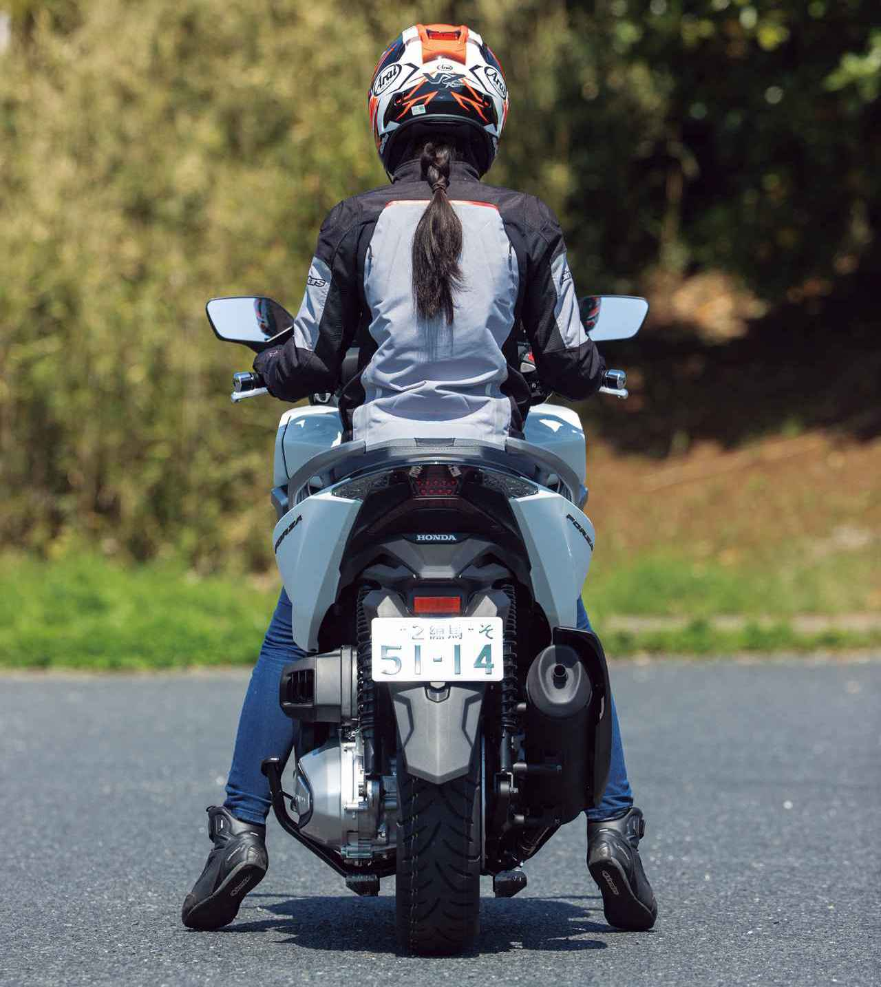 ホンダ新型「フォルツァ」インプレ(2021年)新設計エンジンを搭載し装備もさらに充実した250ccスクーターの雄