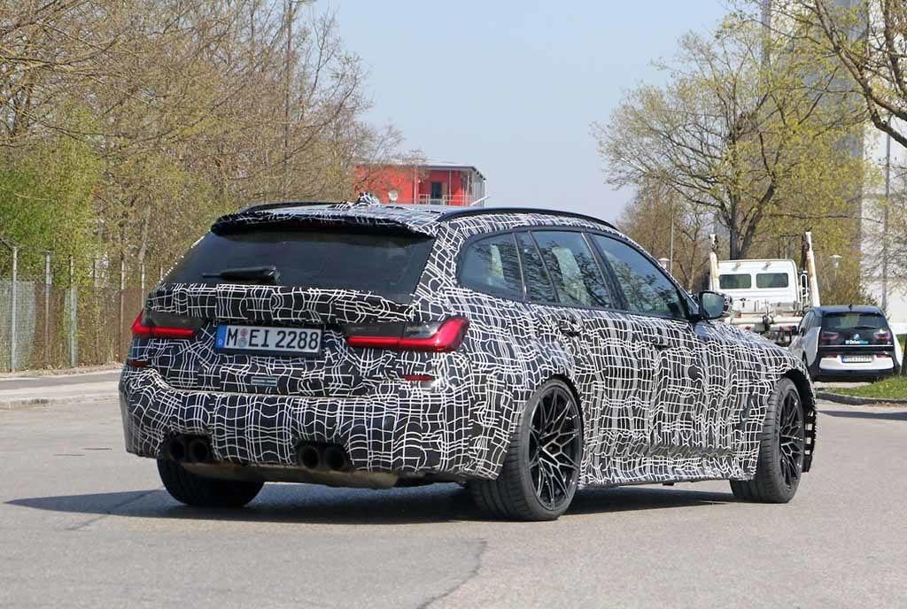 【スクープ】BMW M3初のツーリング、市販型をミュンヘンで目撃! 「コンペティション」は510馬力と予想!