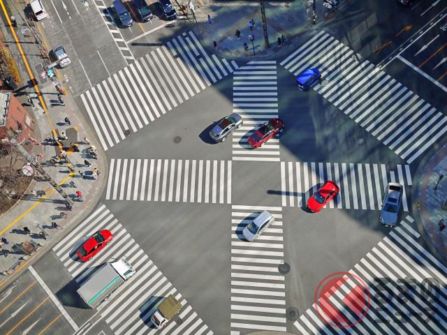 クルマでのお出かけ前に要チェック! 横断歩道にまつわる交通ルール