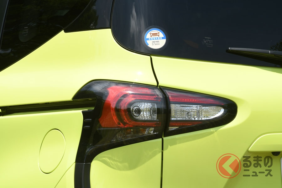 トヨタが燃費・排ガスステッカー貼付を3月末で終了 ホンダも廃止へ 判断の理由は?