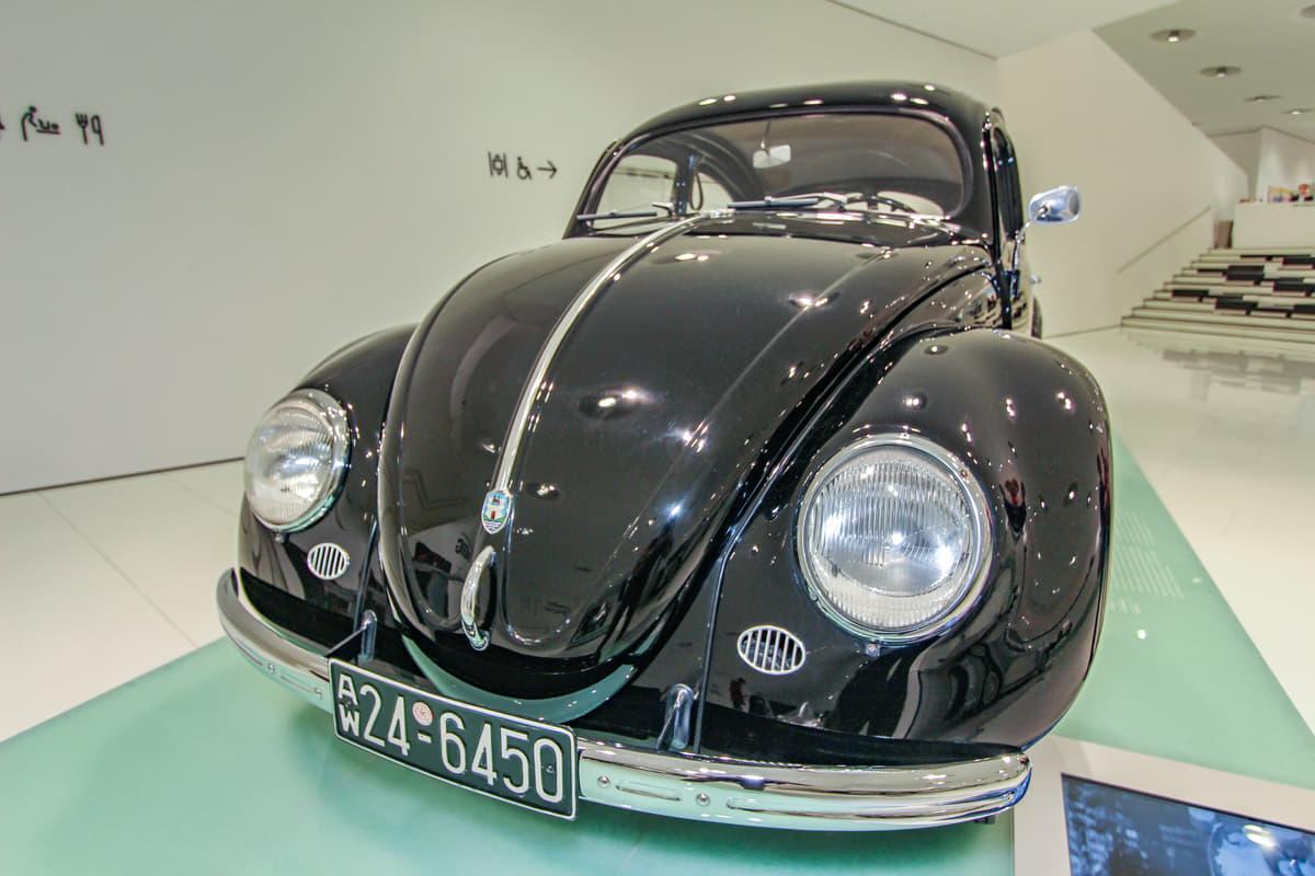 ポルシェ博士悲願の傑作車「ビートル」! フォルクスワーゲン「タイプ1」の歴史を辿る