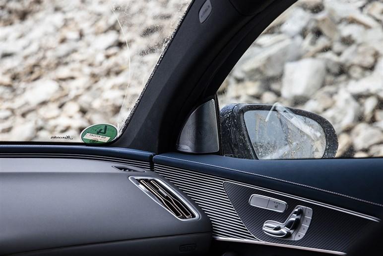 メルセデスがEQCベースで制作したワンオフのオフローダーは電気自動車ならではの走破性が印象的だ