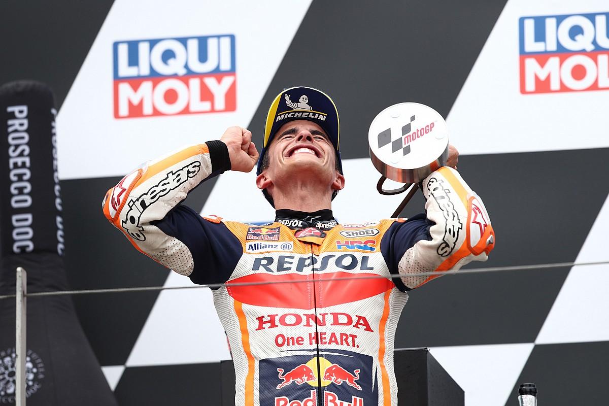 """MotoGPドイツ決勝レポート:マルク・マルケス、涙の復活優勝……ザクセンリンクの""""王""""が帰還果たす"""