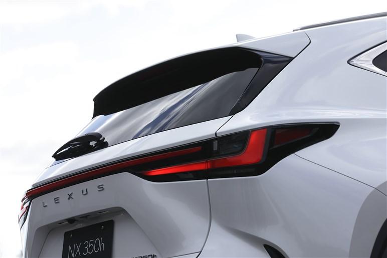 新型レクサス「NX」発表。何が変わった? PHV、新開発ターボ、14インチディスプレイなど見どころ満載