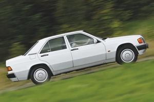 【過剰品質な小型サルーン】メルセデス・ベンツ190クラス 英国版中古車ガイド 価格は上昇中