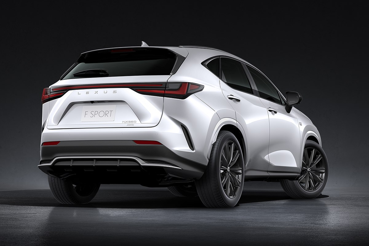 レクサス初のPHEVの設定も! レクサスが今秋発売予定の新型「NX」を世界初披露