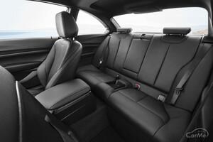BMW 初代2シリーズのそれぞれの後部座席の使い勝手