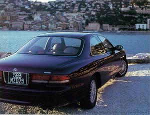 バブル期にマツダの最上級モデルとして登場した、初代マツダ センティアは今でも色褪せないスタイリングを持つ絶滅危惧車だ!