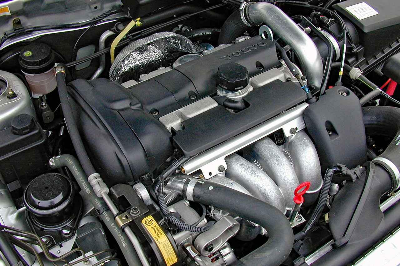 【懐かしの輸入車 47】ボルボ V40 T-4 75thアニバーサリーはカタログモデルにはないエンジンを搭載していた