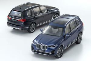 京商のモデルカー最新作はBMW X7! 18分の1スケールで紺と黒の2色を用意