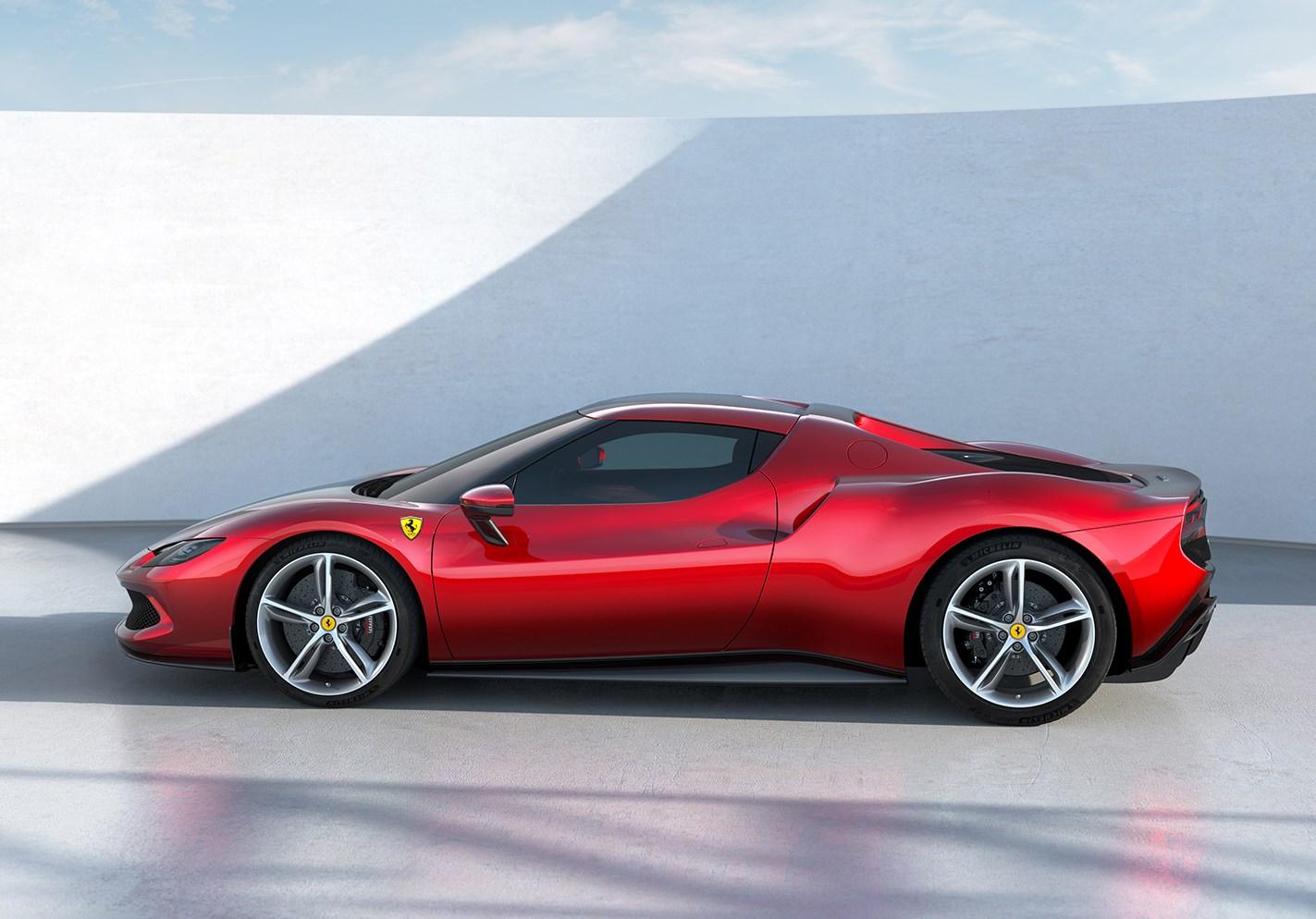 フェラーリがプラグインハイブリッド「296GTB」を発表。V6の採用は名車ディーノ以来