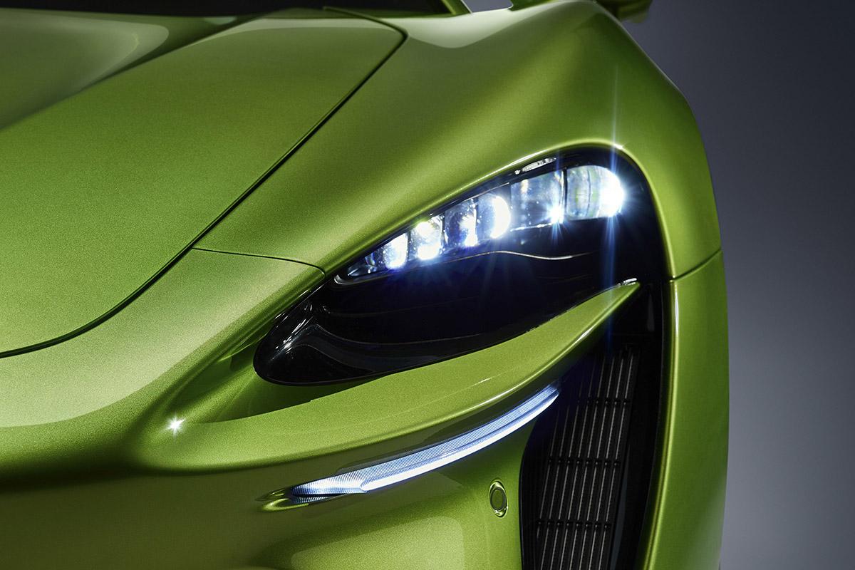 「マクラーレン」の量産ハイブリッド・モデル登場! 「0~100km/h」を3秒で駆け抜ける「アルトゥーラ」の全容