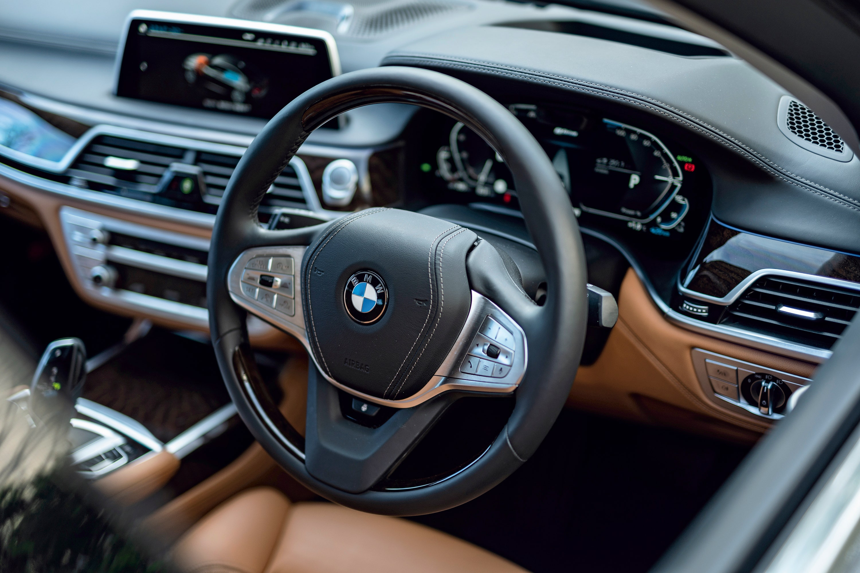 プラグインハイブリッドがベストな選択──近所はエコに。でもロングドライブも気兼ねなく楽しめる。【ボルボ&BMW編】
