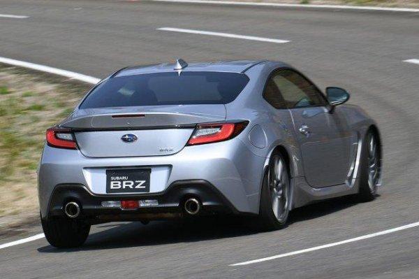ついに新型86初披露!! なぜBRZも2.4Lエンジン搭載可能に? HV追加投入の可能性はあるか!?