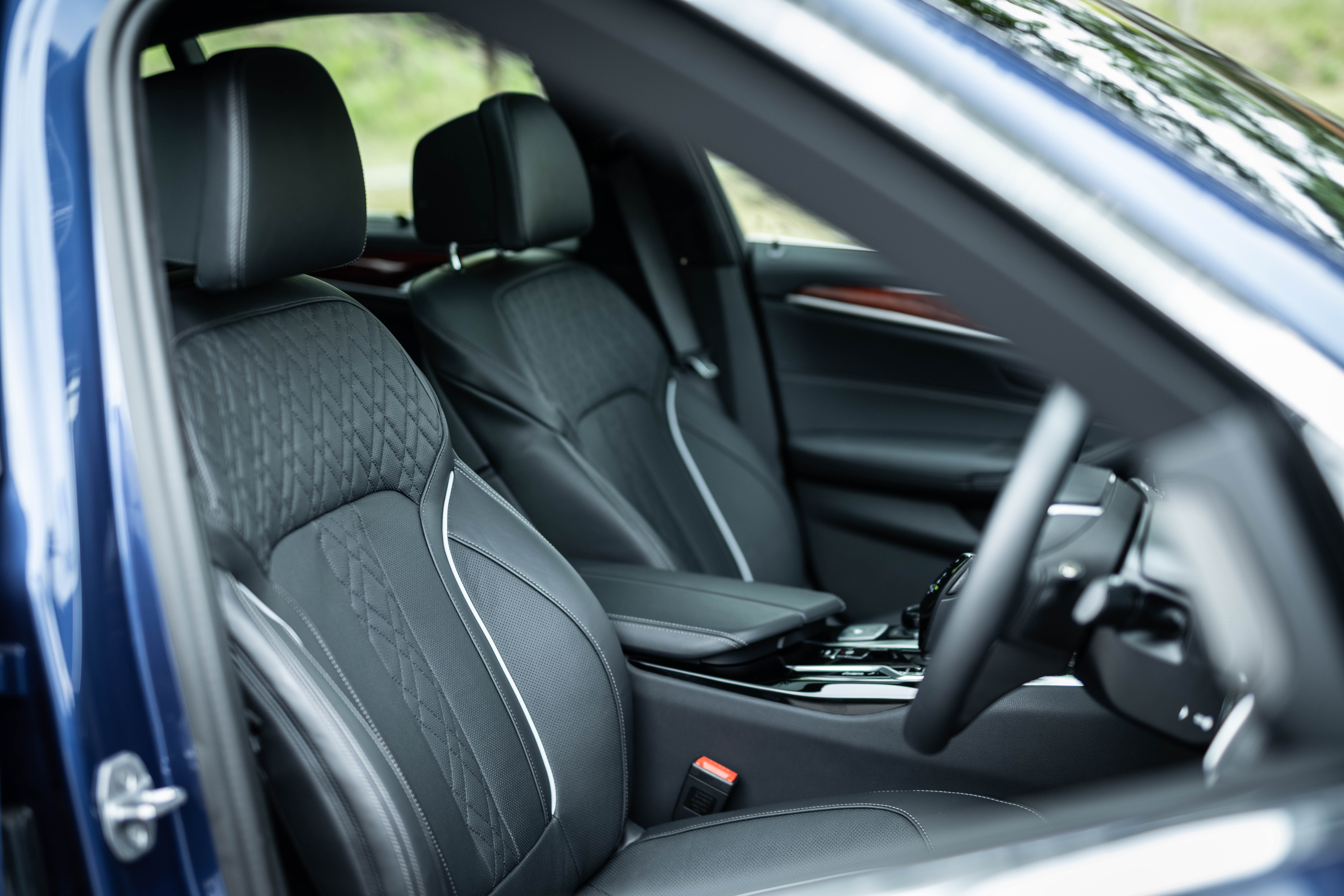 ちょっとやんちゃになりました──新型BMWアルピナB5リムジン試乗記