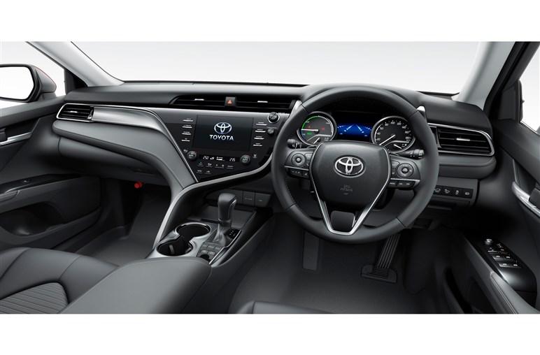 トヨタ「カムリ」 低燃費で先進安全装備も充実の高品質好バランスセダン