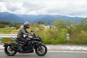 新型カタナでの高速道路はゆっくり走る方が気持ちイイらしい【新米編集部員の新型KATANA体験レポート(4)高速道路編】