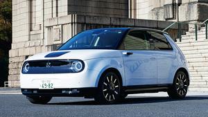 個性的な顔立ちとインテリアが印象的なホンダの電気自動車「Honda e」の完成度