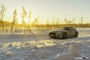 8代目「メルセデス・ベンツ SL」の開発、佳境を迎える。スウェーデンで寒冷地テストを実施