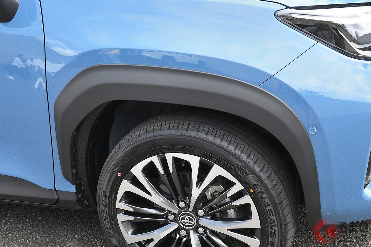 タイヤ周辺の黒いパーツはなぜ増えた? 「フェンダーモール」強調するクルマが増加する背景とは