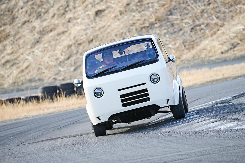 「これが働く軽トラの未来なのか!?」メーカーが本気で作ったアクティトラック改がヤバすぎる!