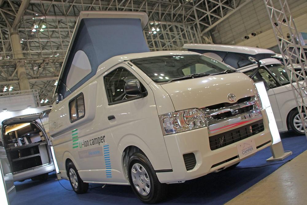 【定番キャンパー】ハイエース標準ボディ 夏場のクーラー使用、電装強化で対策 ジャパンキャンピングカーショー2021