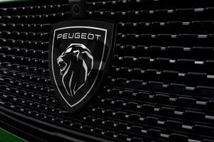 プジョー 驚異の装備と質感で3代目デビュー新型「プジョー308」