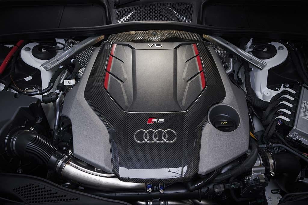 「アウディ RS5 クーペ」獰猛でありエレガンス。ライバルとは一線を画す、秘められたスポーティネス【2021 Audi RS SPECIAL】