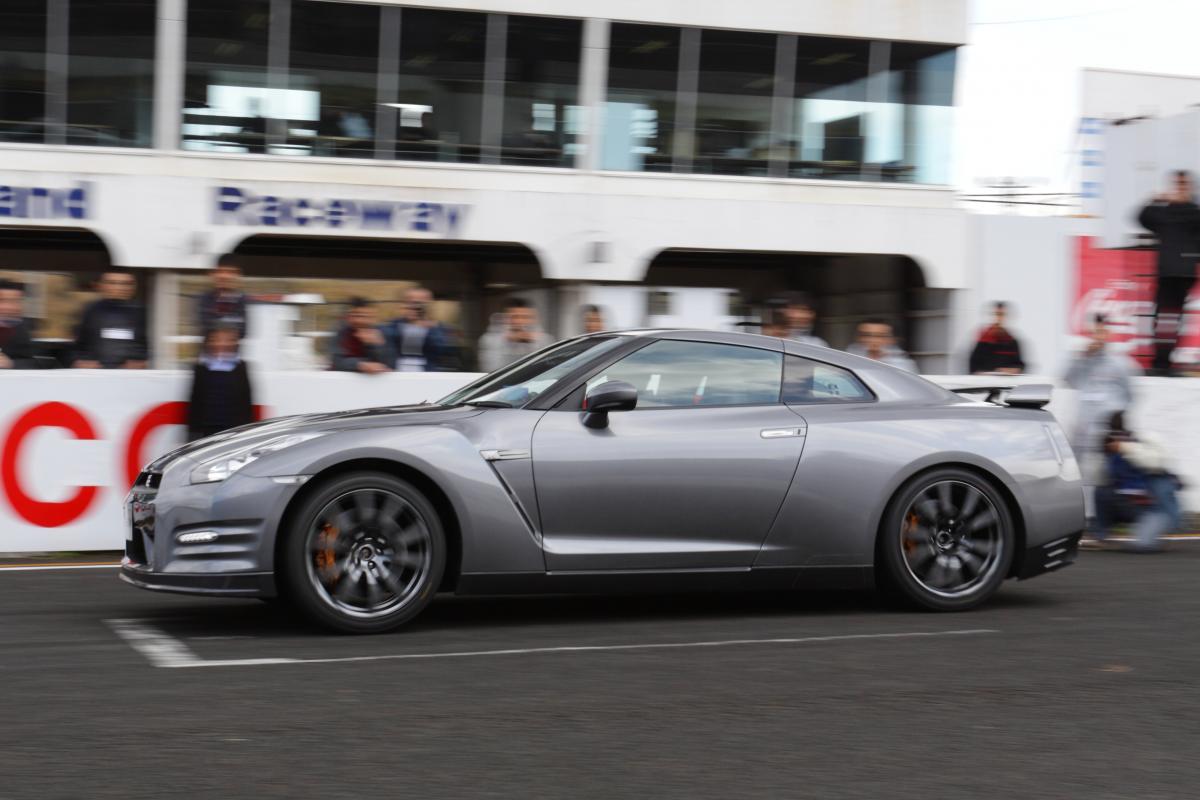 スーパーカーが記載する0-100km/h加速タイム! 2~3秒台ってどのぐらい「凄い世界」か体験から語る
