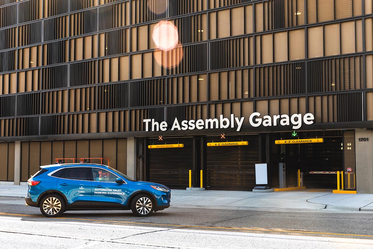 ボッシュとフォード、米国デトロイトで高度に自動化されたパーキングの実験を開始