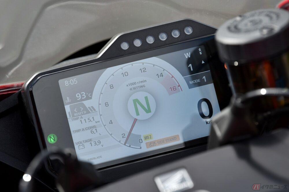 信号待ちの時、バイク乗りはニュートラルにしているのか?