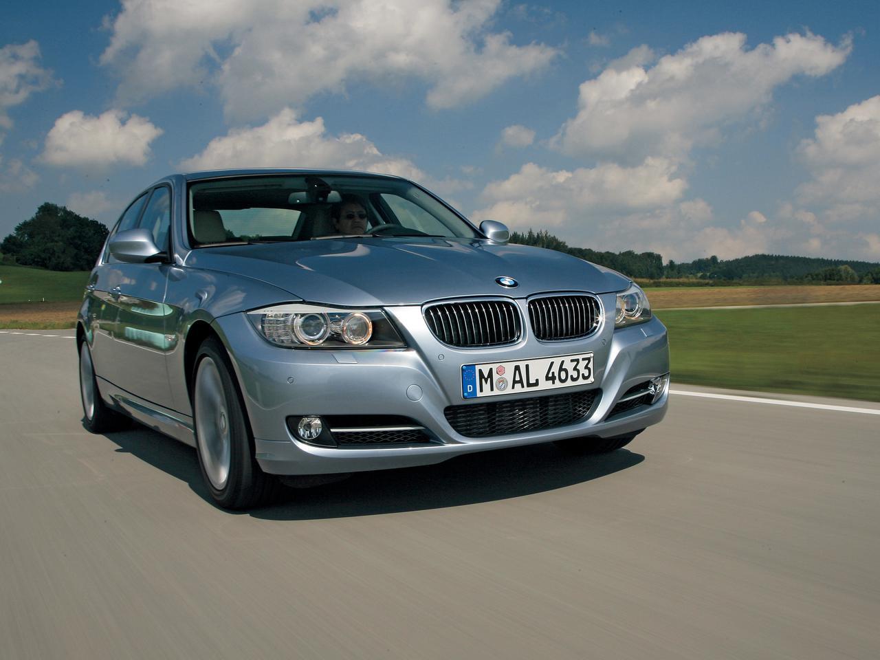 【試乗】E90型BMW3シリーズは外観を新たに、再び魅力をアップしていた【10年ひと昔の新車】