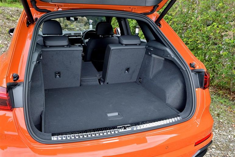 新型アウディ Q3スポーツバック試乗。ブリスターフェンダーで大きく見えるデザインのコンパクトSUV
