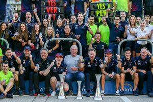 レッドブル代表「このレースで25歳は老けたかも…内心ではマックスが勝つのは難しいと思っていた」/F1第17戦